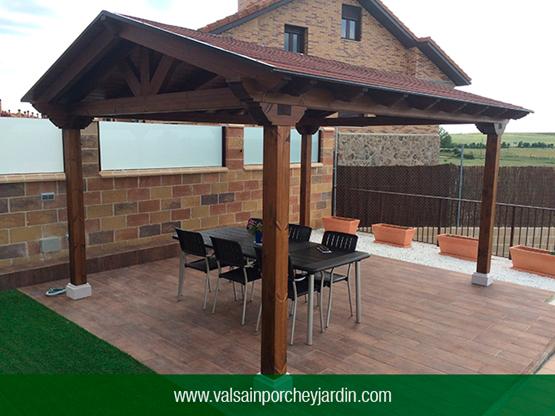 Valsa n porche y jard n for Porche jardin madera