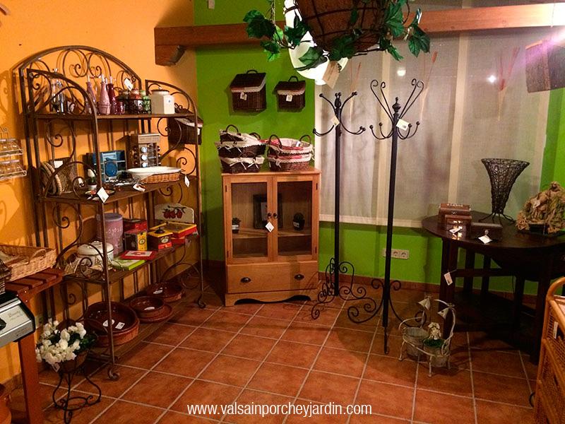 La tienda for Valsain porche y jardin